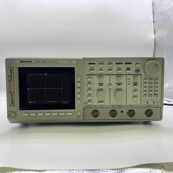 TDS744A 텍트로닉스 500MHz, 4Ch 오실로스코프 / Tektronix Digitizing Oscilloscope